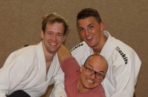 Tobi und Lennart freuen sich mit Coach Christopher